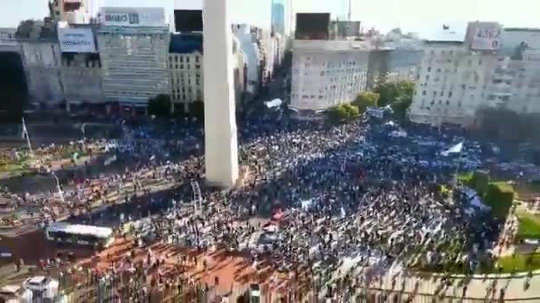Protesta en Argentina por el coronatimo