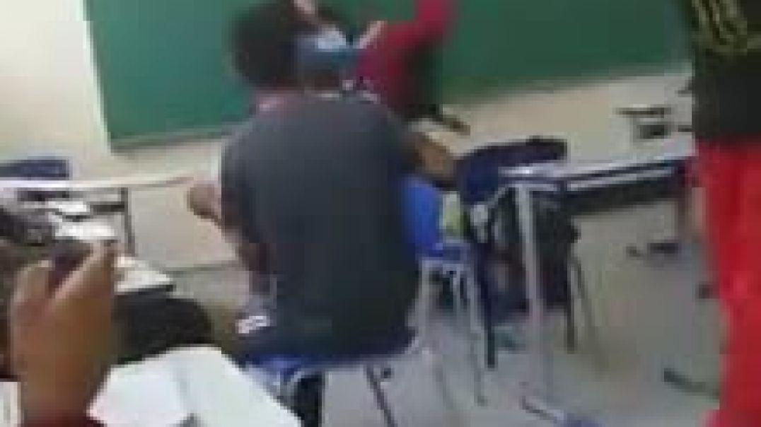 vídeo de un centro educativo para los emigrantes menores de edad que entran ilegalmente en España